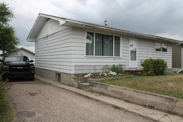 4825 53 Avenue, Elk Point, MLS® # E4023057