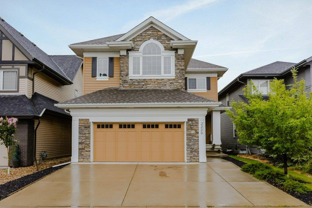 Real Estate Listing MLS E4163454