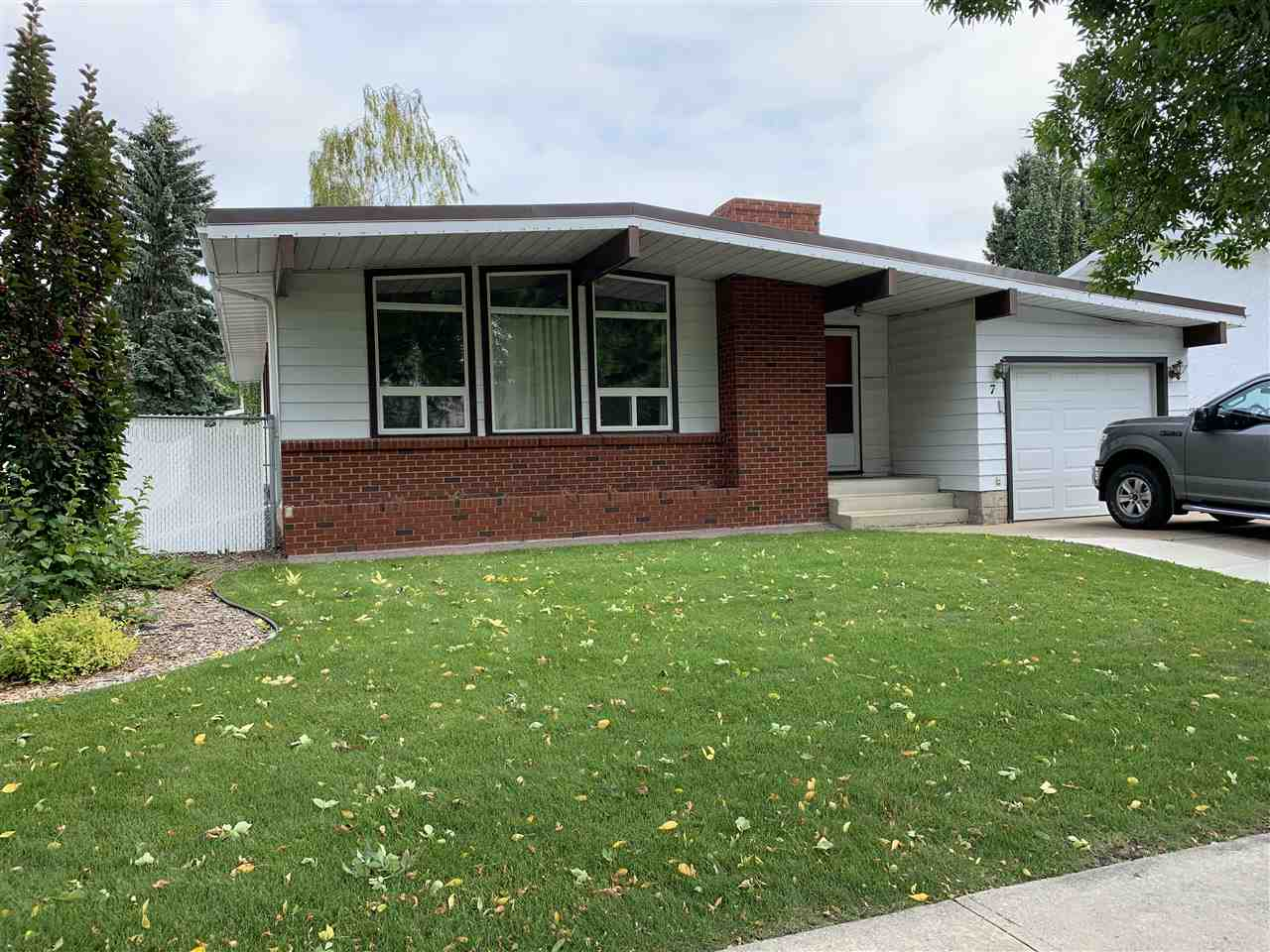 Real Estate Listing MLS E4170247
