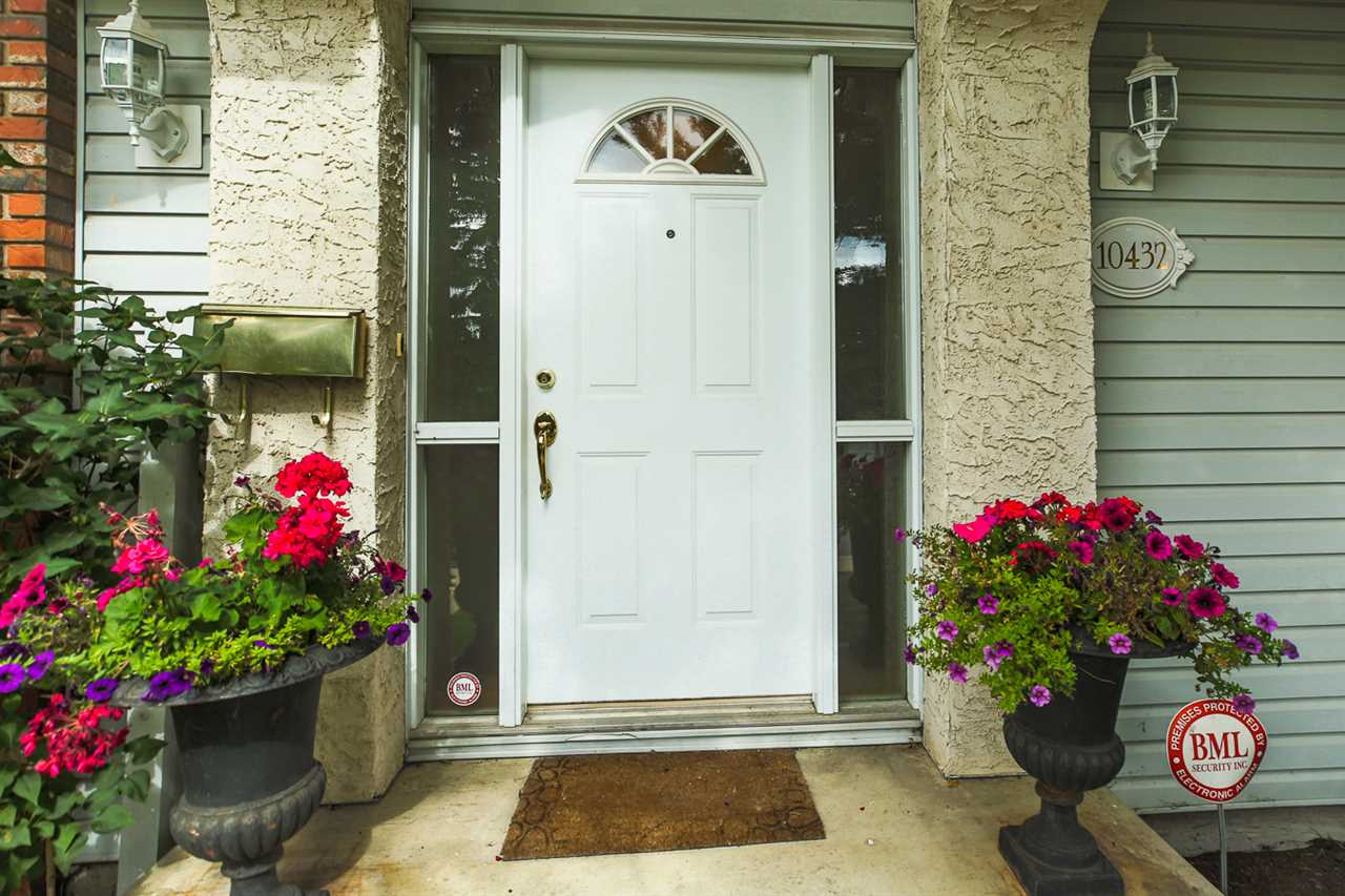 Real Estate Listing MLS E4172780