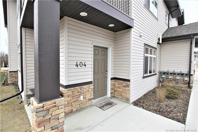 639 Oak Street, 2 bed, 2 bath, at $174,900