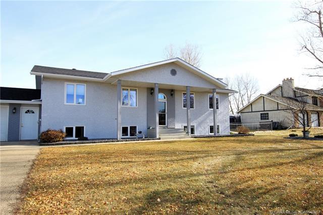 26534 Township Road 384, 5 bed, 4 bath, at $750,000