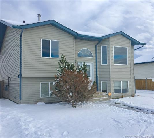 4462 54 A Avenue Crescent, 3 bed, 2 bath, at $274,900