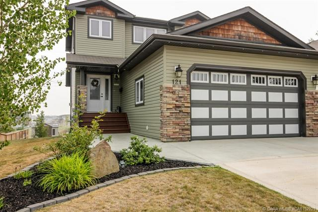 121 Pondside Crescent, 3 bed, 3 bath, at $399,000