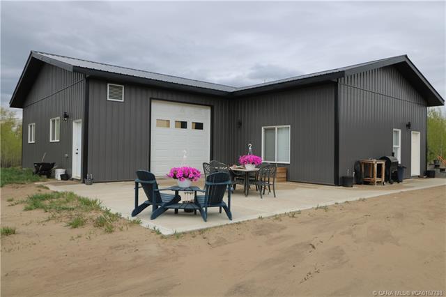 260068 Township Road 422, 3 bed, 1 bath, at $369,000