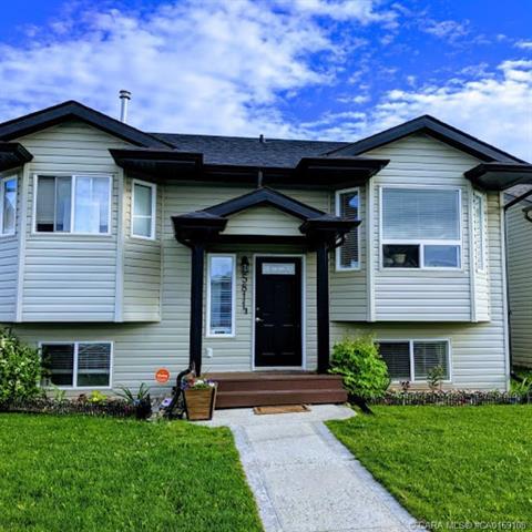 5811 70 Avenue Close, 4 bed, 3 bath, at $289,000