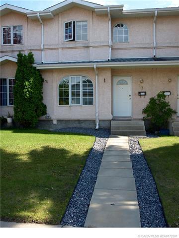 27 Dixon Crescent, 3 bed, 2 bath, at $219,000
