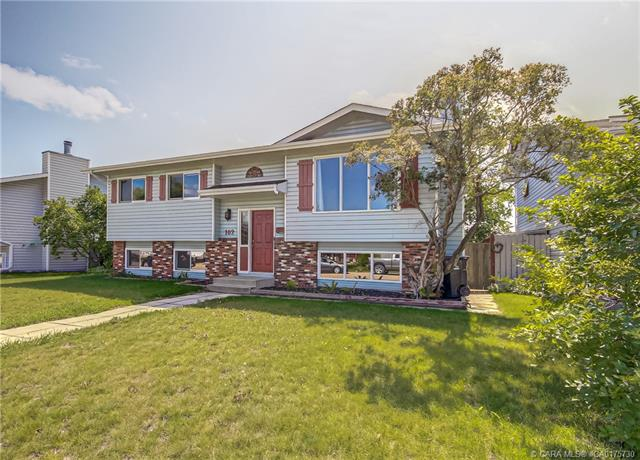 102 Westview Crescent, 5 bed, 3 bath, at $289,000