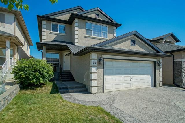 69 PANORAMA HILLS HT NW, 4 bed, 3.1 bath, at $500,000