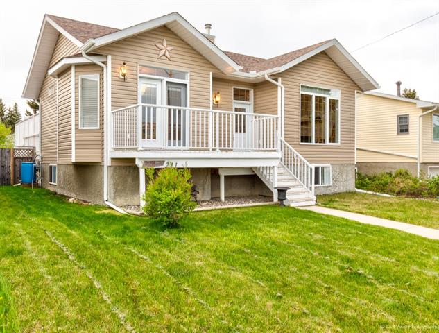 211 Royal AV NW, 3 bed, 3 bath, at $365,000