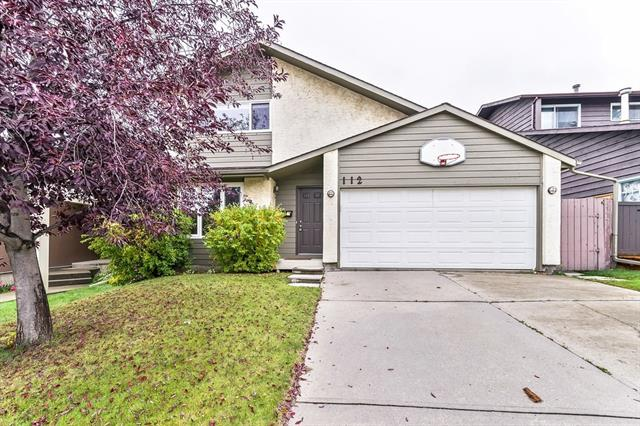 112 STRATHCONA CL SW, 3 bed, 2 bath, at $474,900