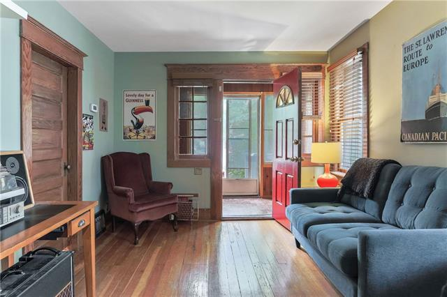 1927 26 ST SW, 2 bed, 1 bath, at $399,900