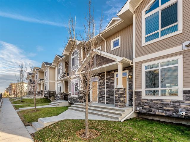 81 SKYVIEW RANCH GD NE, 2 bed, 2.1 bath, at $275,000