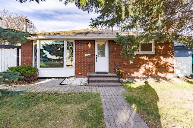 11 KELWOOD CR SW, 2 bed, 2 bath, at $485,000