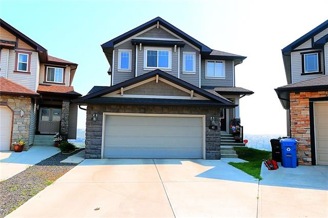 42 KINLEA CO NW, 3 bed, 2.1 bath, at $600,000