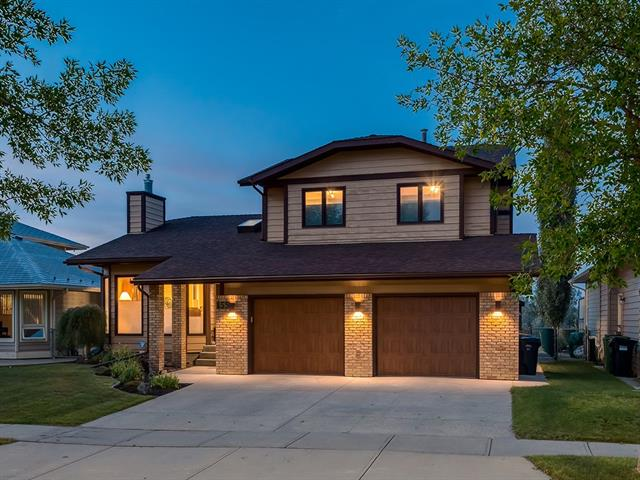 155 SUN VALLEY DR SE, 5 bed, 3.1 bath, at $709,900