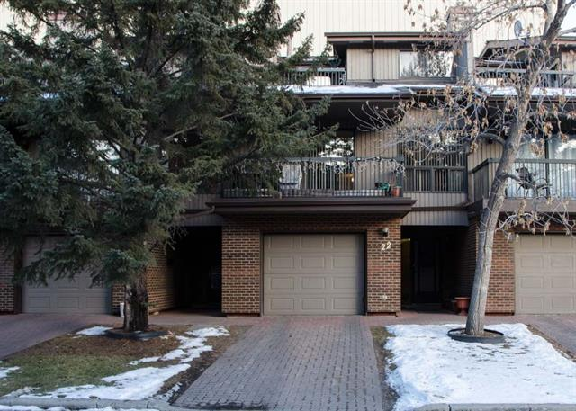 22 POINT MCKAY CR NW, 2 bed, 2 bath, at $359,000