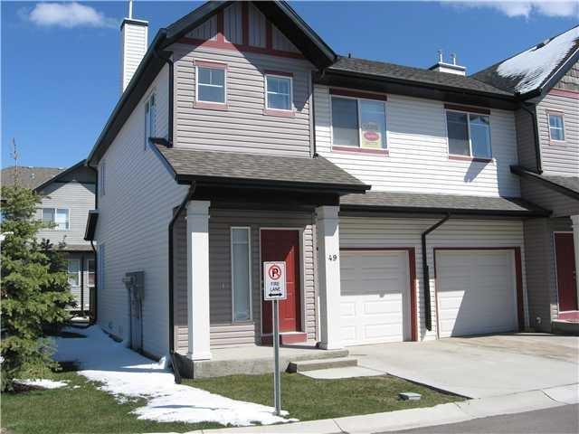 49 EVERRIDGE GD SW, 3 bed, 3 bath, at $299,900