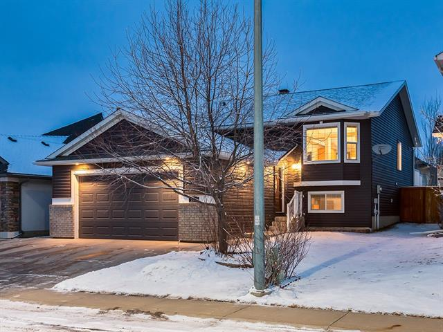 209 THORNLEIGH CL SE, 4 bed, 3 bath, at $439,000