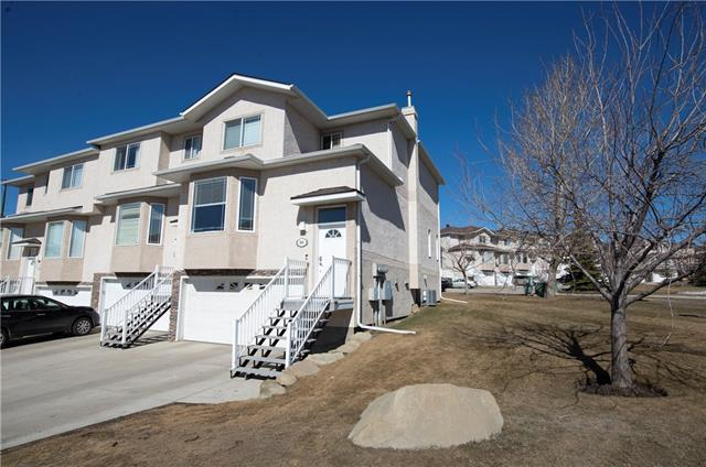 98 COUNTRY HILLS GD NW, 2 bed, 2.2 bath, at $364,888