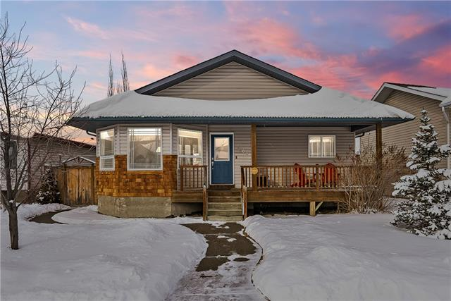 1708 3 AV SE, 3 bed, 2 bath, at $330,000