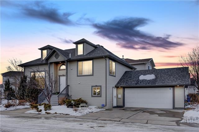 55 COUNTRY HILLS MR NW, 3 bed, 2.1 bath, at $439,900