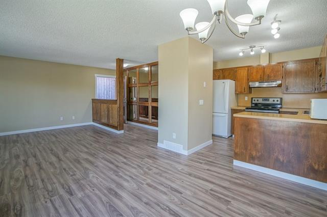 647 WHITEWOOD RD NE, 5 bed, 2 bath, at $299,500