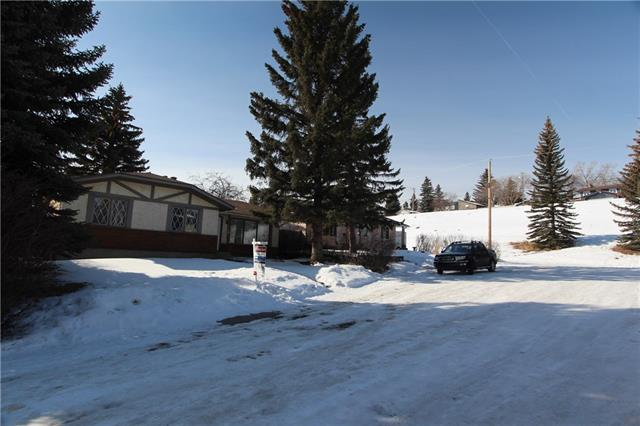 124 LAKE ONTARIO PL SE, 3 bed, 1.1 bath, at $424,900