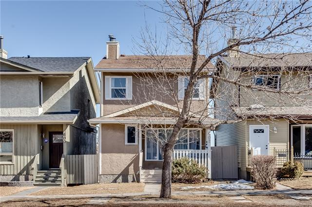 602 STRATHCONA DR SW, 3 bed, 2.1 bath, at $474,900