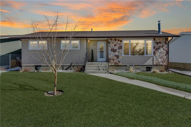 5313 50 ST , 4 bed, 1.1 bath, at $229,900