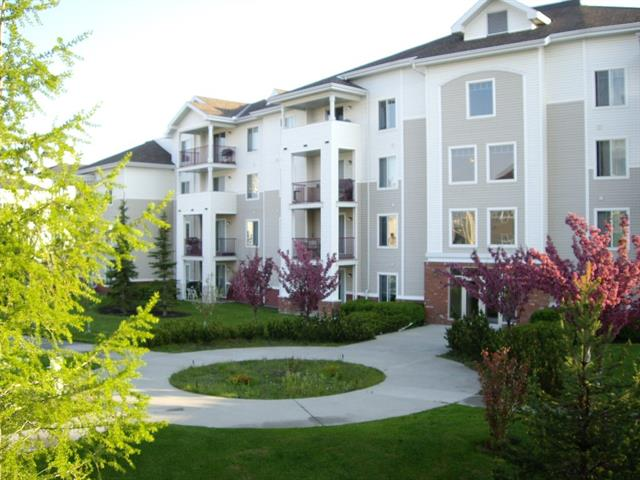 #208 17 COUNTRY VILLAGE BA NE, 1 bed, 1 bath, at $166,900