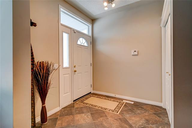 30 COUNTRY HILLS GD NW, 2 bed, 2.2 bath, at $310,000