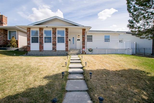 116 WHITEVIEW RD NE, 4 bed, 2.1 bath, at $390,000