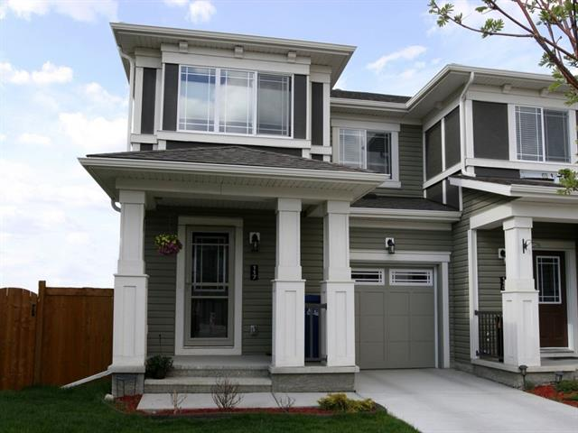 117 Hillcrest SQ SW, 3 bed, 2.1 bath, at $359,900
