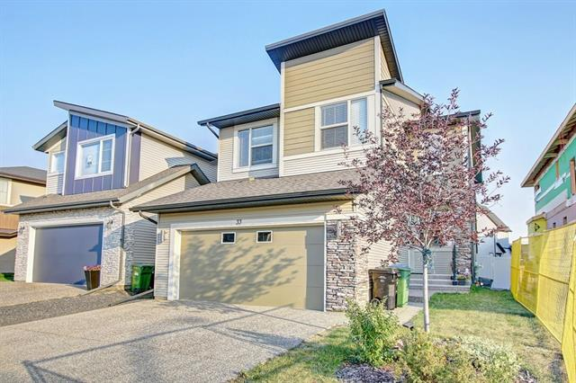 33 WALDEN WY SE, 4 bed, 4 bath, at $579,900