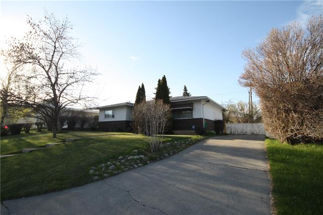 724 75 AV SW, 4 bed, 2 bath, at $419,900