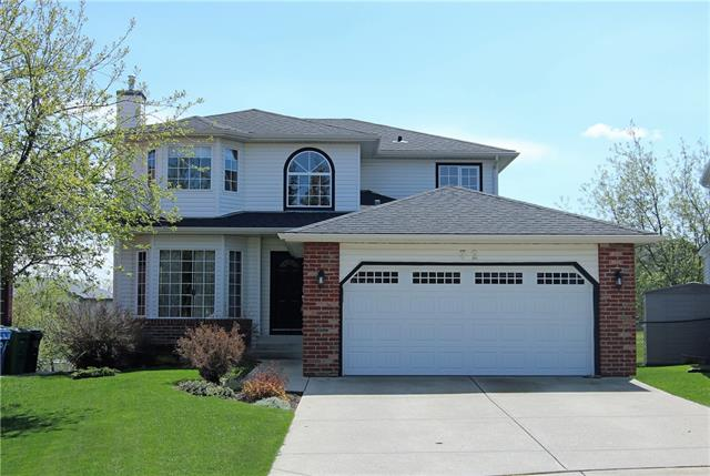 32 EDGEBROOK VW NW, 6 bed, 3.1 bath, at $679,900