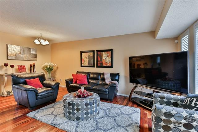 155 COUNTRY HILLS WY NW, 3 bed, 2.2 bath, at $389,900