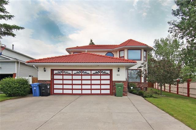 44 CASTLEFALL GV NE, 6 bed, 4 bath, at $545,900