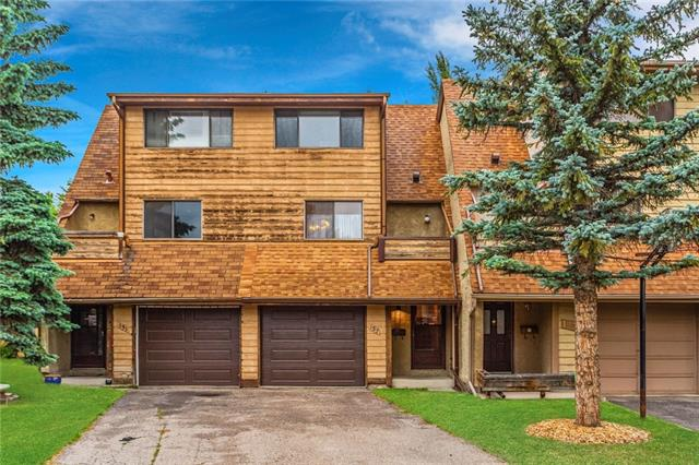 127 Woodvale BA SW, 2 bed, 2 bath, at $299,900