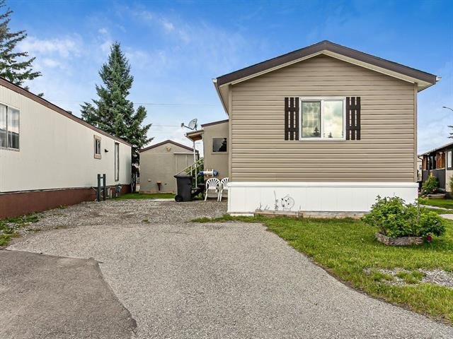 #9 112 1 AV SE, 3 bed, 2 bath, at $124,000