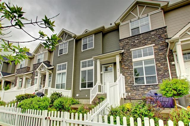 270 ELGIN WY SE, 2 bed, 3 bath, at $274,000
