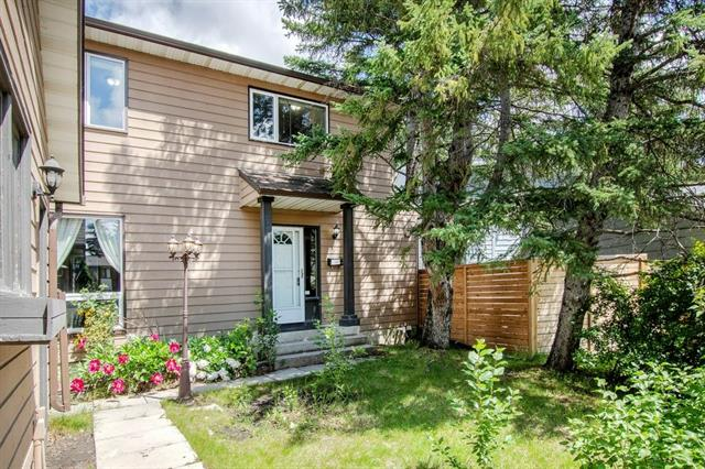 243 RANCHVIEW CO NW, 3 bed, 3 bath, at $425,000