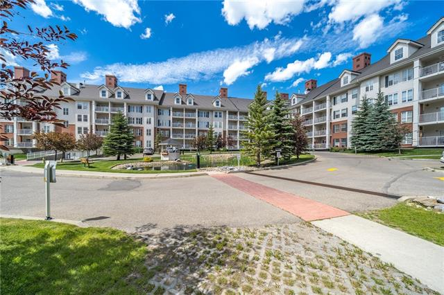 #2460 151 COUNTRY VILLAGE RD NE, 1 bed, 1 bath, at $224,900
