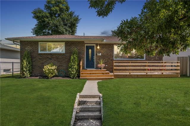 3912 45 ST SW, 4 bed, 3 bath, at $595,900