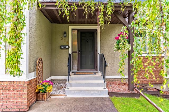 228 COACH SIDE RD SW, 3 bed, 2 bath, at $384,000