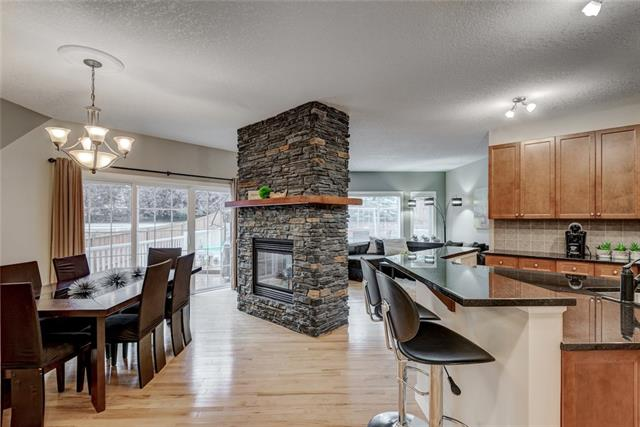 90 EVANSPARK TC NW, 3 bed, 3 bath, at $589,999