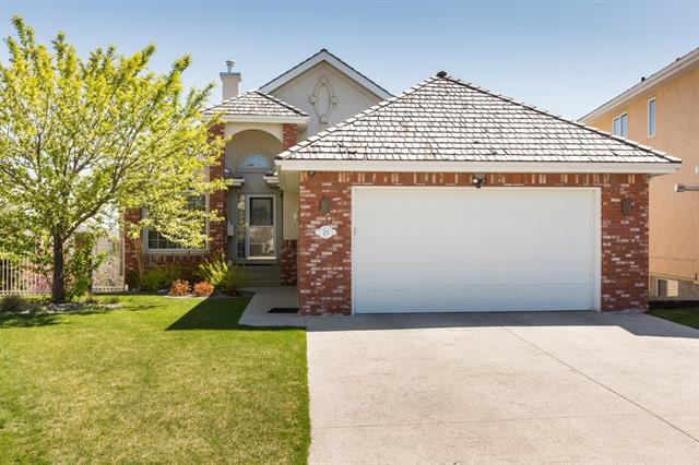21 PANORAMA HILLS GD NW, 4 bed, 3 bath, at $649,500