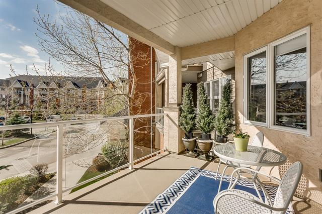 #271 15 EVERSTONE DR SW, 1 bed, 1 bath, at $224,900