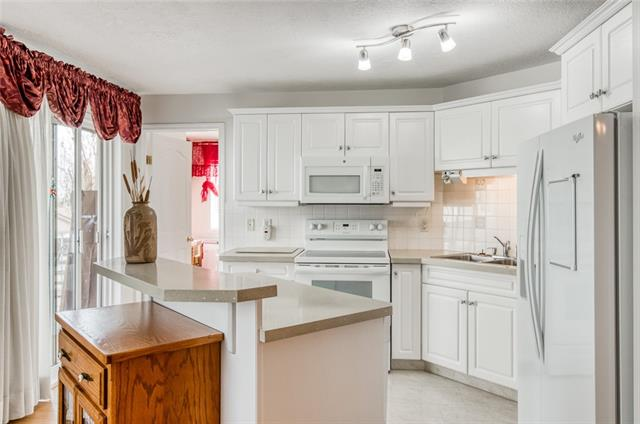 4205 VALLEYVIEW PA SE, 2 bed, 2 bath, at $187,000